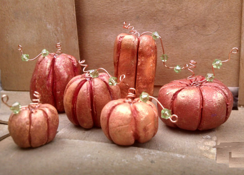 Miniature pumpkins in polymer clay by Jessis art studio